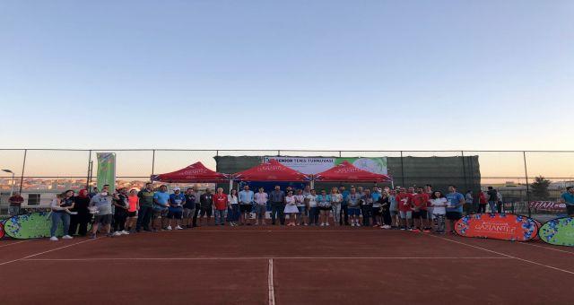 Gaziantep Büyükşehir, Uluslararası Tenis Turnuvası'nda Derece Alan İsimleri Ödüllendirdi